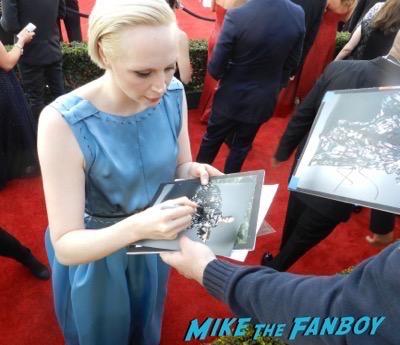 Gwendoline Christie signing autographs SAG Awards 2016 signing autographs 15