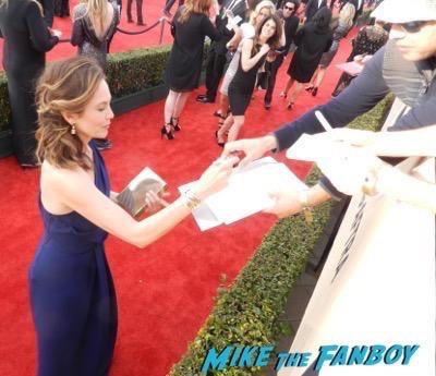 Diane Lane signing autographs SAG Awards 2016 signing autographs 9