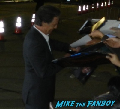 bruce greenwood signing autographs The People v. O.J. Simpson: American Crime Story premiere 5