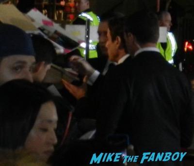 john travolta signing autographs The People v. O.J. Simpson: American Crime Story premiere 5