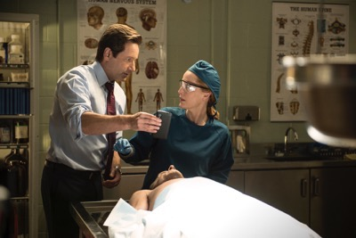 "THE X-FILES:  L-R:  David Duchovny and Gillian Anderson in the ""Mulder & Scully Meet the Were-monster"" episode of THE X-FILES airing Monday, Feb. 1 (8:00-9:00 PM ET/PT) on FOX.  ©2016 Fox Broadcasting Co.  Cr:  Ed Araquel/FOX"