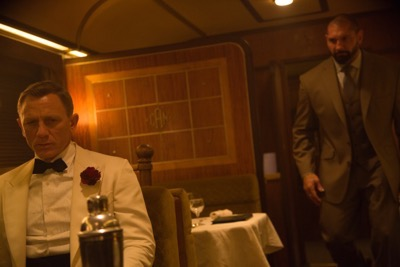 Bond (Daniel Craig) notices Hinx (David Bautista) in the reflection of the cocktail shaker in the Dining car.