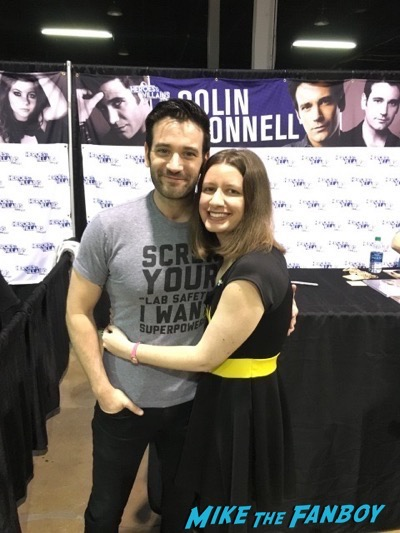 Colin Donnell signing autographs fan photo Heroes and Villians Fanfest 2016 10