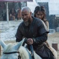 vikings season 4 yol Ragnar (Travis Fimmel), and Yidu (Dianne Doan), cr_ Jonathan Hession