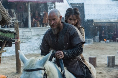 vikings season 4 yol Ragnar (Travis Fimmel), and Yidu (Dianne Doan), cr_ Jonathan Hession