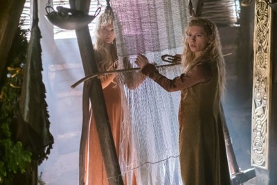 vikings season 4 yol Torvi (Georgia Hirst) and Lagertha (Katheryn Winnick), cr_ Jonathan Hession