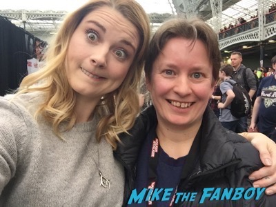Alexandra Breckenridge funny selfie Walker Stalker Con12