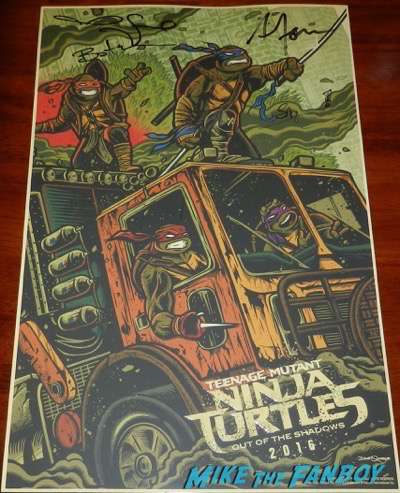Teenage mutant ninja turtles cast signed autograph poster Wondercon 2016 stephen amell megan fox