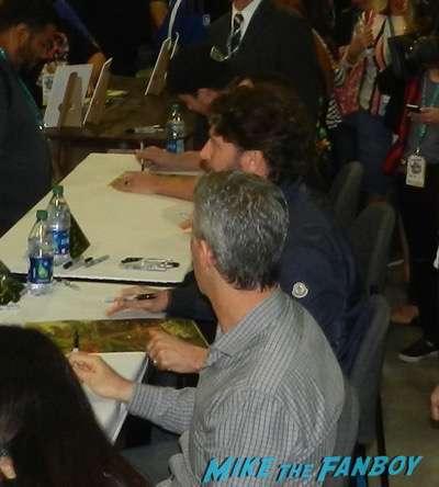 Wondercon 2016 stephen amell megan fox teenage mutant ninja turtles autograph signing