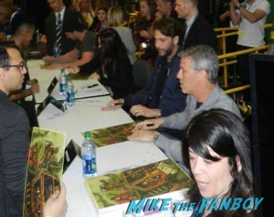 Wondercon 2016 stephen amell megan fox teenage mutant ninja turtles autograph signing