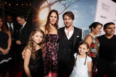 HOLLYWOOD, CA - March 9th, 2016 Kylie Rogers, Jennifer Garner, Martin Henderson and Courtney Fansler seen at Columbia Pictures world premiere of 'Miracles from Heaven' at ArcLight Hollywood