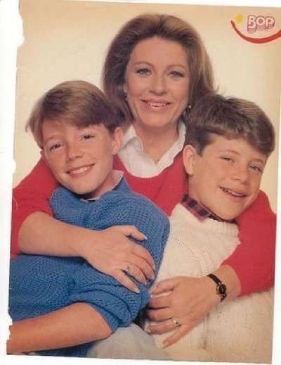 patty duke with sean astin and mackenzie astin  2