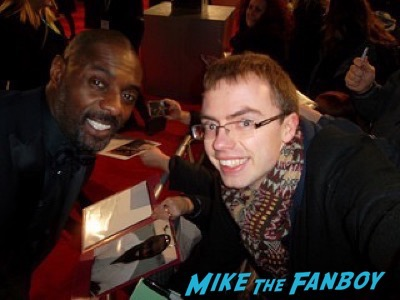 idris elba Bafta Awards 2016 signing autographs 21