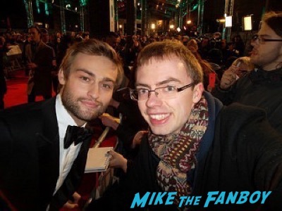 douglas booth Bafta Awards 2016 signing autographs 3douglas booth Bafta Awards 2016 signing autographs 3