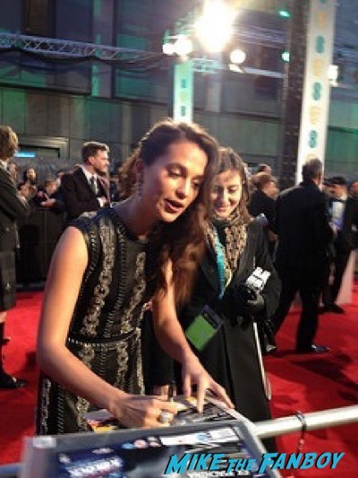alicia vikander signing autographs Bafta Awards 2016 signing autographs 11