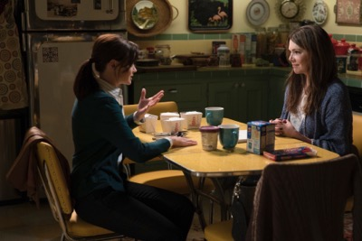 GILMORE GIRLS sneak peak photos reunion netflix