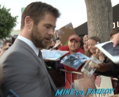 The huntsman los angeles premiere charlize theron signing autographs chris hemsworth10