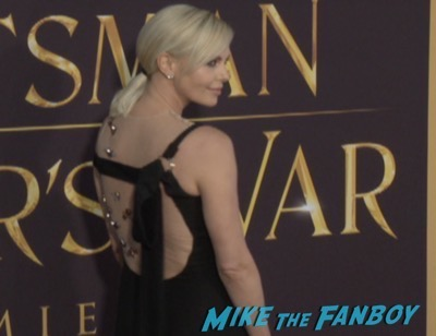 The huntsman los angeles premiere charlize theron signing autographs chris hemsworth12