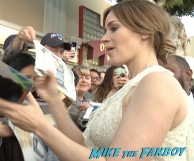 The huntsman los angeles premiere charlize theron signing autographs chris hemsworth13