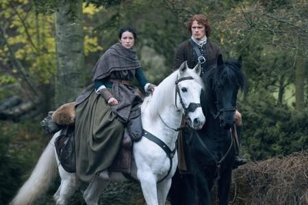 Caitriona+Balfe+(as+Claire+Randall+Fraser),+Sam+Heughan+(as+Jamie+Fraser)-+Episode+208+(3)