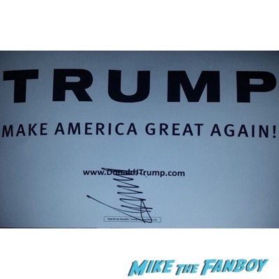 Donald Trump signing autographs 2016 presidential primary 1