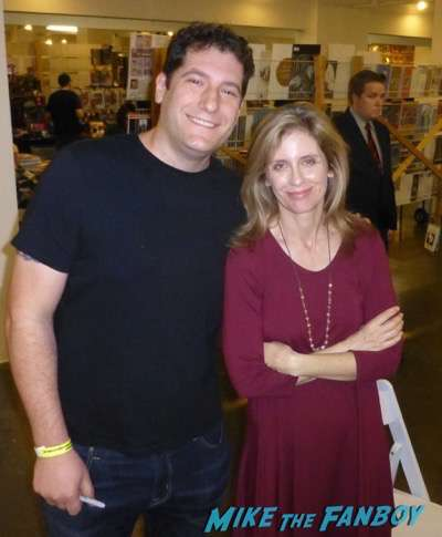 Helen Slater Los Angeles Sci Fi Comic Book Convention meeting fans signing autographs now 1
