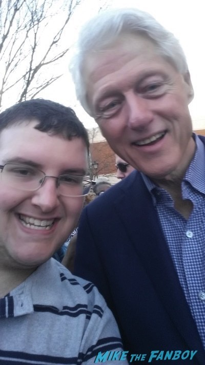 Bill Clinton  signing autographs 2016 presidential primary 4
