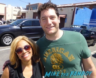 Kim Fields signing autographs dancing with the stars 2016 fan photo