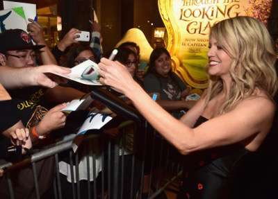 HOLLYWOOD, CA - JUNE 08: Actress Kaitlin Olson signs autographs for fans at The World Premiere of Disney-Pixarís FINDING DORY on Wednesday, June 8, 2016 in Hollywood, California.  (Photo by Alberto E. Rodriguez/Getty Images for Disney) *** Local Caption *** Kaitlin Olson