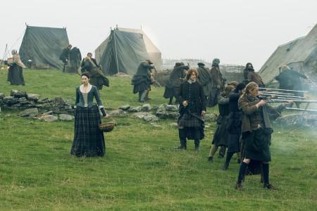 Caitriona+Balfe+(as+Claire+Randall+Fraser),+Sam+Heughan+(as+Jamie+Fraser)-+Episode+209