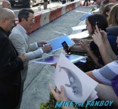 Ty Burrell signing autographs Finding Dory premiere 4