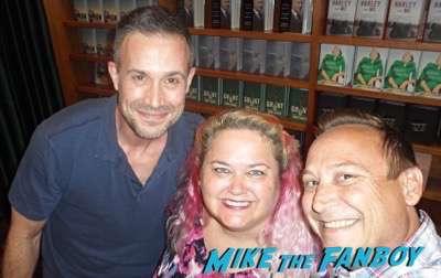Freddie Prinze, Jr. fan photo meeting book signing