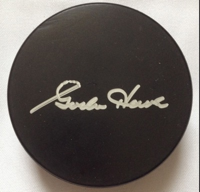 gordie howe signed autograph puck1