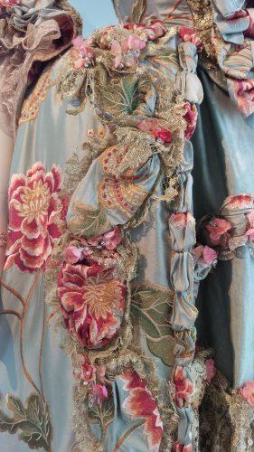 Details Louise de Rohan (PIstachio silk embroidered gown)