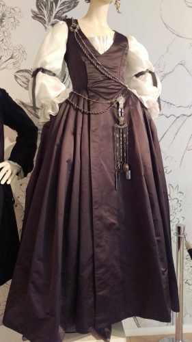 Claire Fraser (18th c/1940's grey silk day dress with white organza sleeves and antique chatelaine)