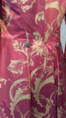 Details: King Louis XV (Hand-painted maroon silk banyan)