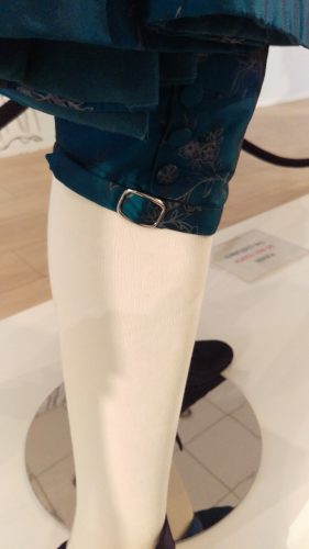 Leg buckle: Comte St. Germain (Turquoise hand-painted silk suit)