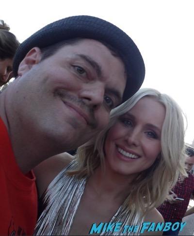 Kristen Bell signing autographs jimmy kimmel live 2016 3