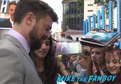 Star Trek Beyond UK world premiere chris pine signing autographs 5