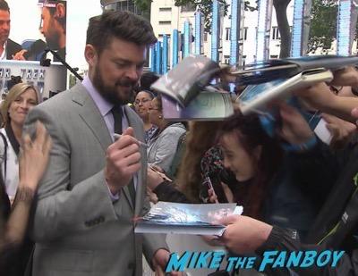 Star Trek Beyond UK world premiere chris pine signing autographs 7