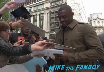 Star Trek Beyond UK world premiere chris pine signing autographs 9