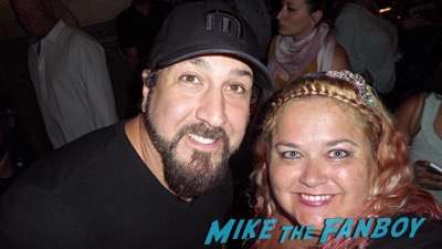 Joey Fatone meeting fans selfie