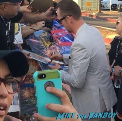 Star Trek Beyond san diego comic con premiere signing autographs simon pegg john cho 4