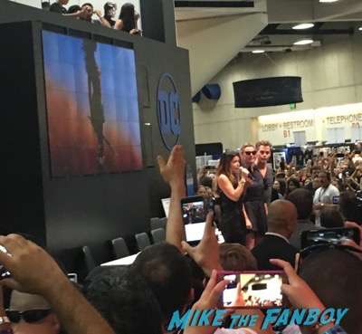 Wonder Woman cast signing DC Comic Con gal gadot meeting fans 2