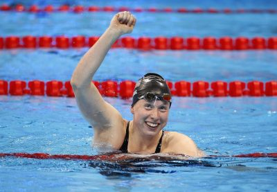 ct-lilly-king-wins-gold-medal-100-meter-breaststroke-20160808