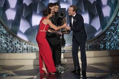 """THE 68TH EMMY(r) AWARDS - """"The 68th Emmy Awards"""" broadcasts live from The Microsoft Theater in Los Angeles, Sunday, September 18 (7:00-11:00 p.m. EDT/4:00-8:00 p.m. PDT), on ABC and is hosted by Jimmy Kimmel. (ABC/Image Group LA) TATIANA MASLANY, KIEFER SUTHERLAND"""