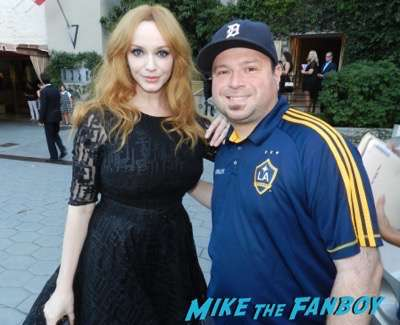 christina-hendricks-signing-autographs-2016-emmy-party-lana-parilla-photobomb90
