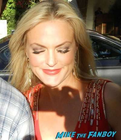 elaine-hendrix-meeting-fans-fan-photo-signing-autographs-photo-flop-1