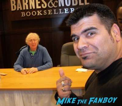Gene-Wilder-fan-photo-with-fans-signing-autographs-rare-1