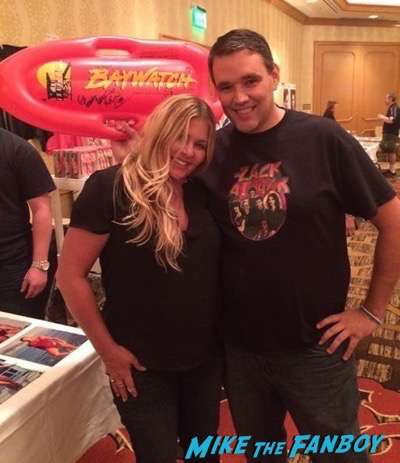 Nicole Eggert meeting fans hollywood-show-chicago-threes-company-reunion-3